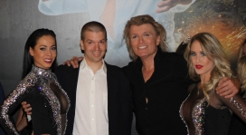 With internationally known magician Hans Klok and his assistants Jenily Wagenmakers (left) and Bo Yael (right) at his magic show at the Excalibur Hotel and Casino in Las Vegas.